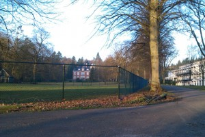 Nieuw hek voor de hertenwei