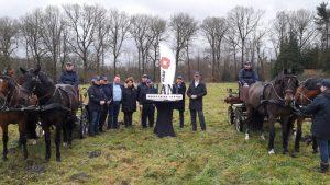 Riant en Van Wijnen ondertekenden woensdag een overeenkomst voor de bouw van twaalf villa's en een appartementencomplex op Landgoed Spelderholt in Beekbergen. © Paul Hartman